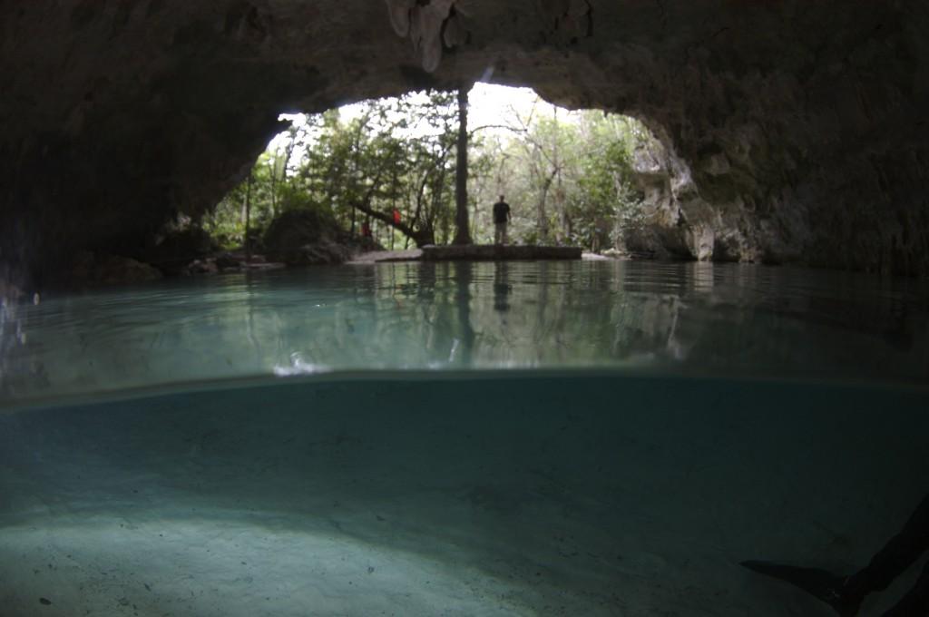 Hacia la boca de la caverna