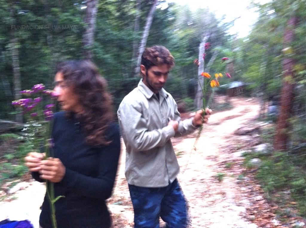 Nath y Olmo también en la recolecta de flores